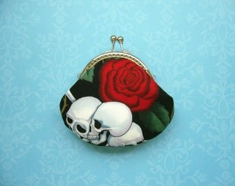 SHOP CLOSING SALE   Skulls and Rose - Small Coin Purse - Handmade Gift