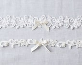 Lace Garter Set, Floral Lace Garters with tiny Satin Bows, Beaded Garters with Flower Vine Lace, Ivory or White Lace Garter Set,Vintage Lace