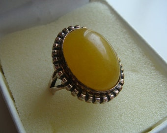 Vintage Butterscotch Amber Cabochon Ring