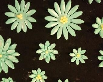 36 edible daisies - Sugar flowers gum paste/fondant flowers