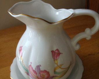 Porcelain Pitcher and Bowl Dish Trimmed in Gold EX condition