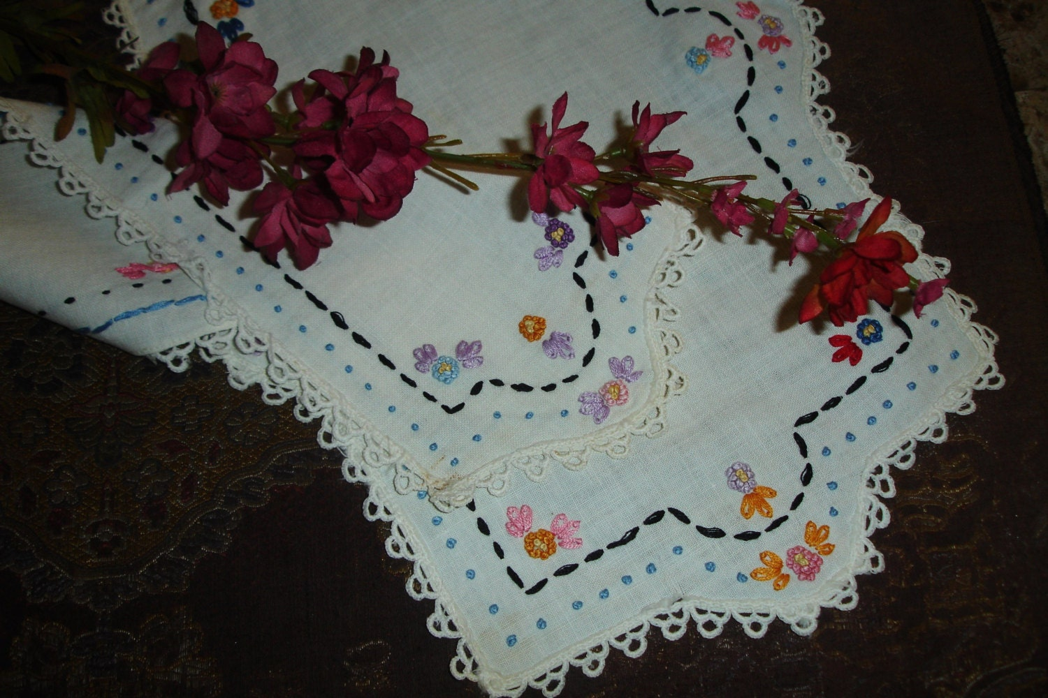 French Country Dresser Set Set Of Table Linens French Knots