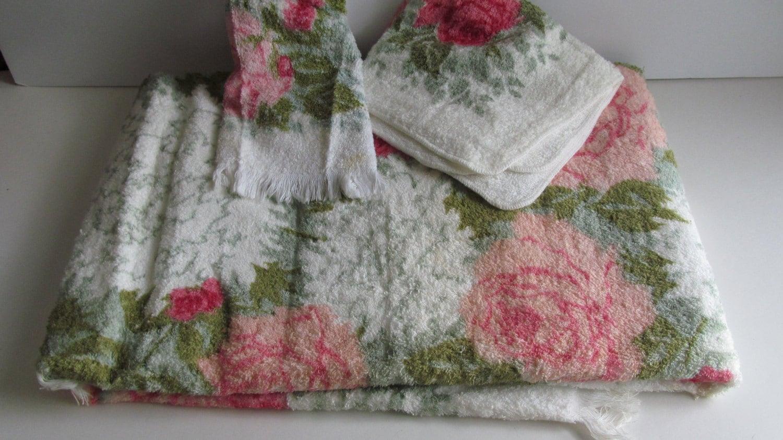 Vintage Towel Set Floral Bathroom Decor Rose Towels 60s Linen
