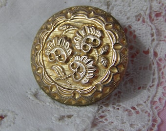 RW Robinson Golden Age Button with Three Flowers