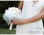 Medium Brooch Wedding Bouquet Bridal Bridesmaids Custom Flower Bouquet Jeweled Bouquet in Ivory, Cream and Champagne