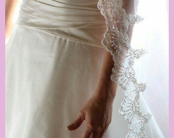 Cathedral veil in 2 tiers with beaded lace trim
