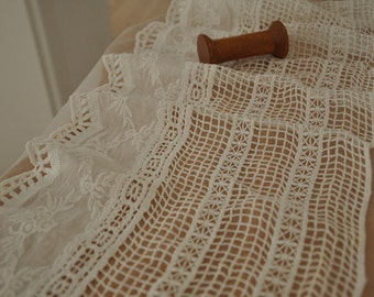 Vintage Cotton Crochet Lace Trim in Ivory
