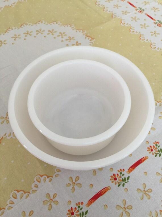 milk glass mixing bowl set vintage baking bowls set for two. Black Bedroom Furniture Sets. Home Design Ideas