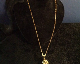 Beautiful locket necklace 25 inch chain