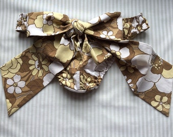 Vintage print frilly knickers with bow back. Size (UK) 12-14
