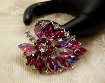 Vintage Weiss Red and Clear Rhinestone Brooch