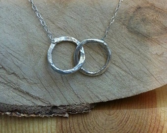Hammered circles necklace. Hammered rings. Sterling silver hammered rings necklace. Hammered sterling silver joined circles necklace. Ooak