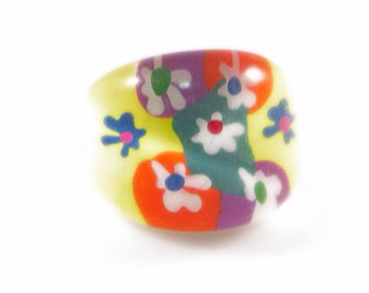 Colorful Floral Design Lucite Bubble Ring - Size 5.5