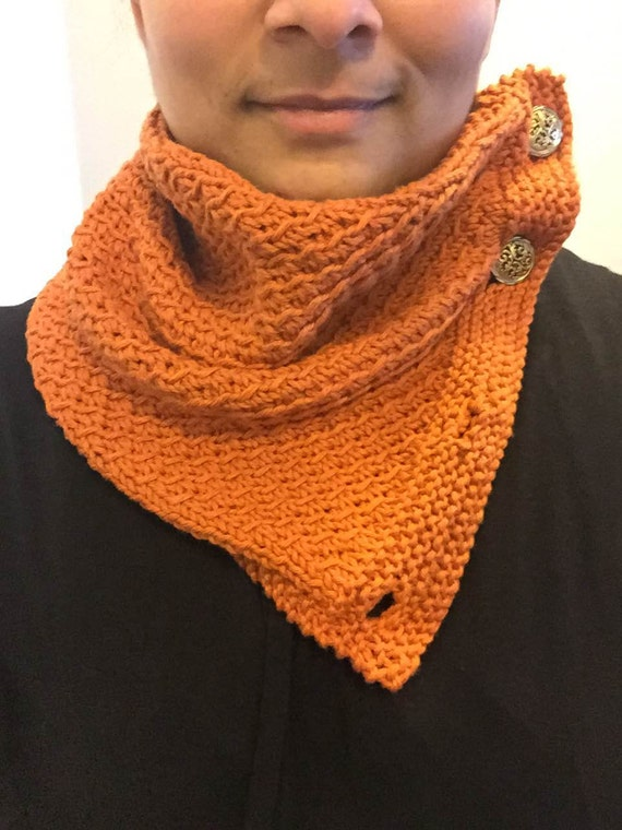 Buttoned Cowl in Diagonal Lace Pattern