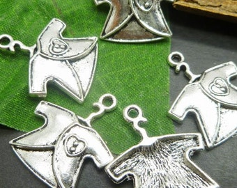 10 Baby charms - Antique Silver Charms - Baby Cloth Shirt - Antique Tibetan Silver Findings -MC0116