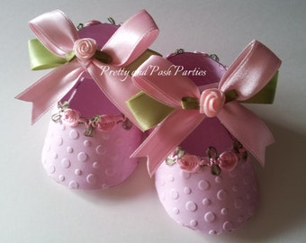 10 Adorable Embossed Petal Pink and Green Paper Shoe Favor Boxes