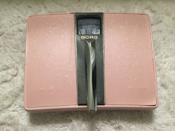 Vintage bathroom scale 1950s borg pink metal gold glitter for Pink and gold bathroom accessories