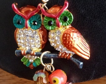 Cute Bronze tone OWL love-birds pendant, on a double, bronze-tone chain