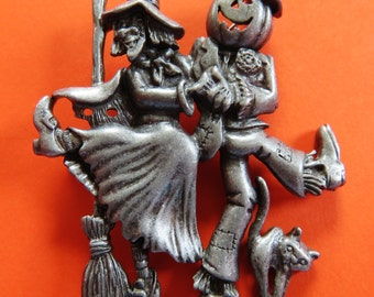 Danecraft  Dancing Halloween Witch And Pumpkin Scarecrow Brooch Pin