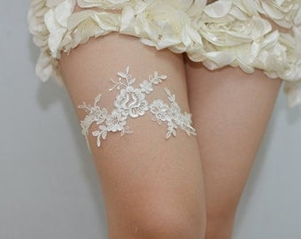 white bridal garter, wedding garter,  lace garter , bride garter, vintage floral garter,garters for wedding