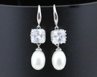 Bridesmaid pearl earrings,Bridal pearl earings,silver and crystal pearl drop earings,wedding earrings,bridal earrings,pearl dangling earings