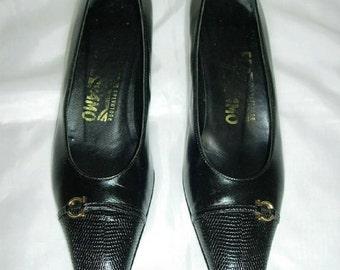 Vintage Salvatore Ferragamo Gancini Black Leather Pumps Shoes Size 6 B