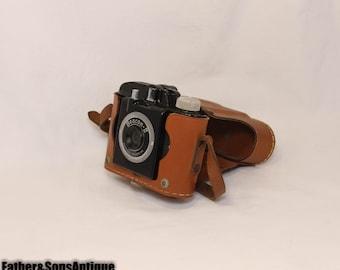 VINTAGE 1940's BEACON II Camera w/ Original Leather Case!!