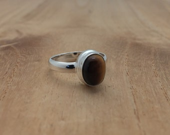 Oval Tiger's Eye Ring // 925 Sterling Silver // Simple Design