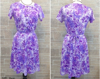 70s floral dress in shades of purple - large/plus