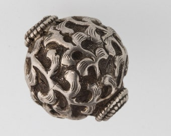 Handmade Tibetan sterling silver repoussé bead vines and leaves 31x27mm. (b18-526cs)
