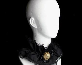 Black Lace Gothic Victorian/Lolita Collar
