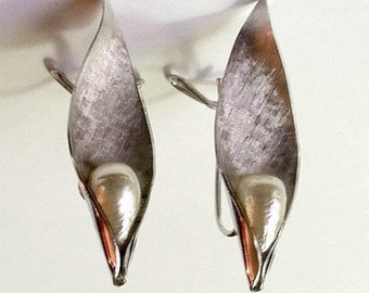 Vintage Wingback Earring Mid Century Brushed Silver Tones with Faux Pearl Signed