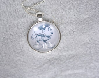 Mickey Mouse Bowing - Walt Disney Necklace