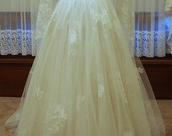 Stunning A-line vintage tulle wedding dress