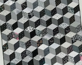 Black and White Modern Quilt  / Quilted Wallhanging from GloryQuilts