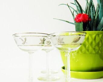 4 Vintage Martini Glasses / Mid Century Retro Leaf Glassware / Mad Men Barware / Set of 4 Libbey Frosted Leaf Glasses
