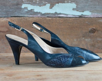 1980s heels by Bruno Magli / 80s navy leather peep toe shoes / size 7.5 or 8