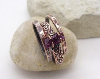 Raw gemstone ring, Dark pink tourmaline ring, Hammered copper stacking rings set, stackable handmade size 7 N medium