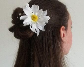 White Daisy bobby pin