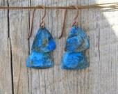 PETITE BLUE. Blue patina layered brass triangle earrings. 50-E