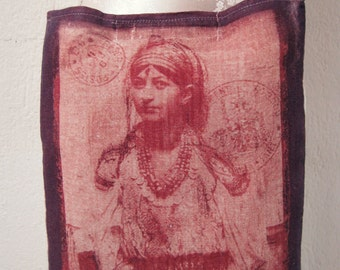 Hand dyed with Lumi Inkodye - Vintage Azerbaijan Woman/ Morocco's girl pouche OOAK