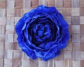 Beautiful ranunculus flower in blue pin up vintage rockabilly style 40s 50s hair flower hair piece bride wedding fascinator
