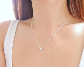 Chevron V Necklace, Silver V Necklace, Arrow Necklace, Sterling Silver Chain, Delicate Necklace, Dainty Necklace, Simple Silver Necklace