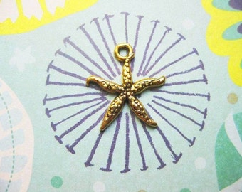 8 Delicate Starfish Charms in Gold Tone - C2233