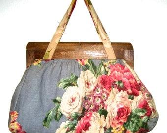 Vintage 40s fabric handbag with wood closure handmade and lined