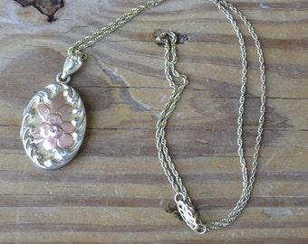Pretty antique vintage victorian / edwardian / art deco rhodium plate sterling floral locket with rose gold and rose design / THWJKK