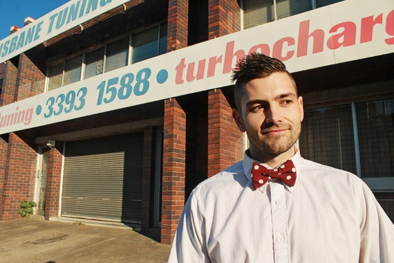 Bow tie unisex >> Maroon, white spot bow, leather strap buckle >> Brisbane