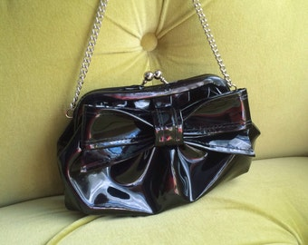 Vintage 1960's Mod Black Patent Leather Handbag Clutch Bow Bag Gothic PVC Kiss Lock Silver Tone Chain Evening Cocktail Party Kitschy Purse