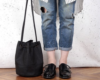 Saq bag M black texture bucket bag crossbody shoulder pouch purse drawstring vegan faux leather two pockets with zipper simple everyday city