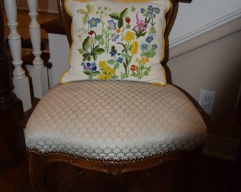 ANTIQUE ARMLESS CHAIR